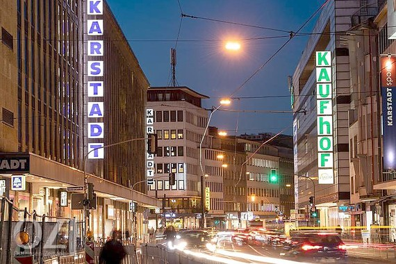 cdec36eceabc8 Kaufhof-Sanierung wird rund 2600 Jobs kosten. Bei der kriselnden  Kaufhauskette Kaufhof sollen im Zuge der Fusion mit dem Rivalen Karstadt rund  2600