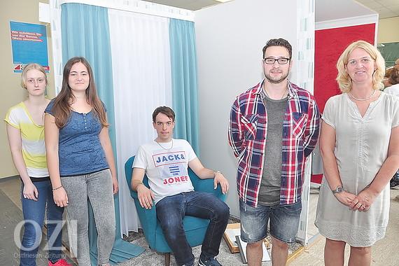 Junge raumausstatter zeigten gesellenst cke ostfriesen for Raumausstatter gesucht