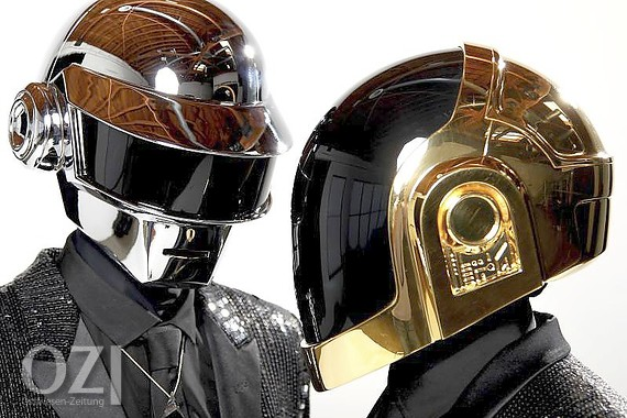 Thomas Bangalter (l) und Guy-Manuel de Homem-Christo vom Elektro-Duo Daft Punk 2013 in Los Angeles. Foto: Matt Sayles/Invision/AP/dpa