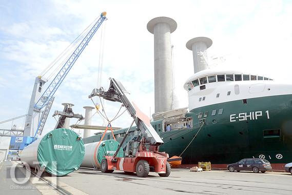 Größter Mobilkran Im Emder Hafen Installiert Ostfriesen Zeitung